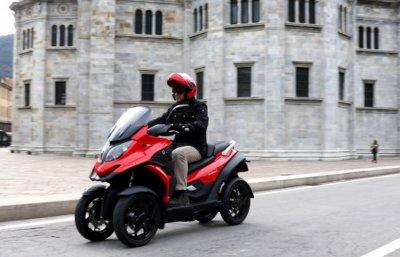 Первый в мире четырехколесный скутер представлен в Милане